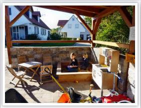 Überdachter Sandkasten auf dem Ferienhof Schuler