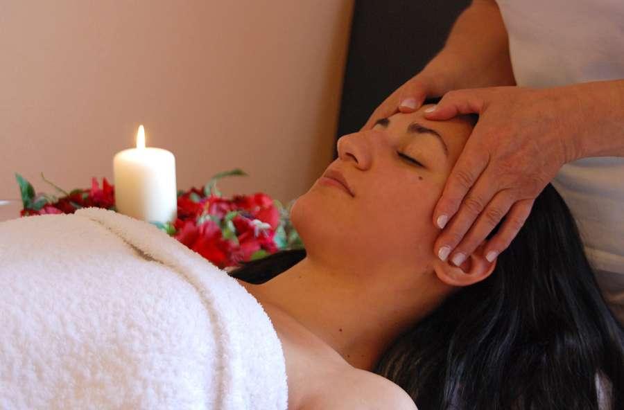 Tiefe Entspannung während der Massage im Urlaub auf dem Bauernhof Kilger