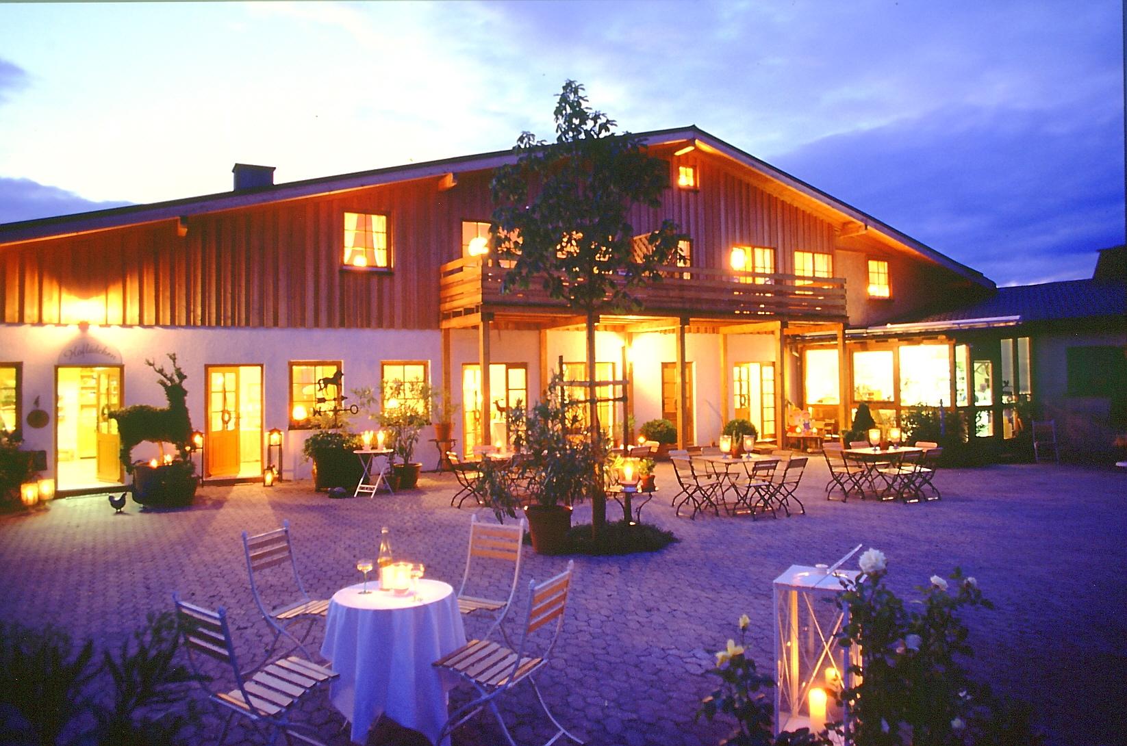 Abends bei Kerzenschein auf  Hof Hardthöhe