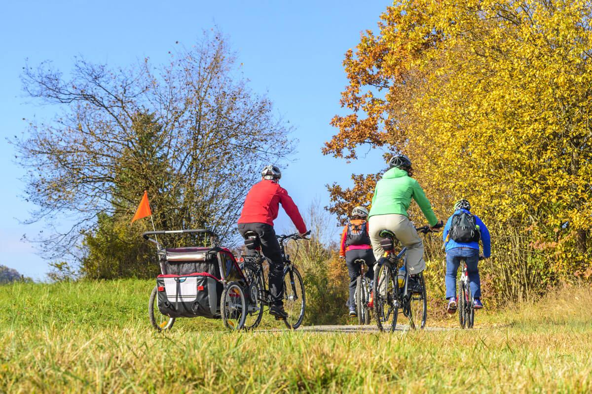 Herbstliche Radtouren mit Fahrradanhänger - Wandern & Radeln im Herbst