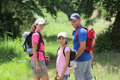 Wandern mit der Familie im Herbsturlaub auf dem Bauernhof