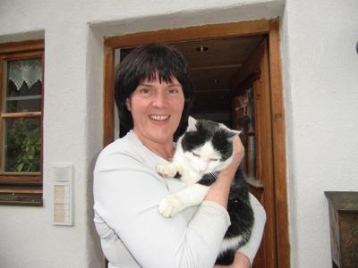 Andrea Müller mit ihrer Katze