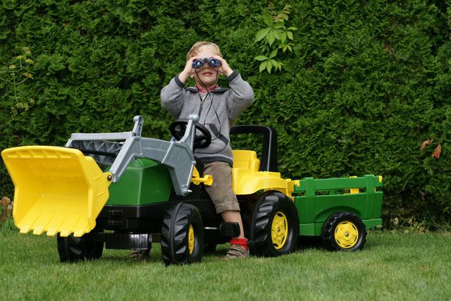 Auch die Kleinsten finden einen Traktor zum Fahren auf dem Ferienhof Sauter