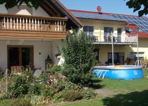 Bauer Walter lädt zu erlebnisreichen Familienferien in die Eifel ein!