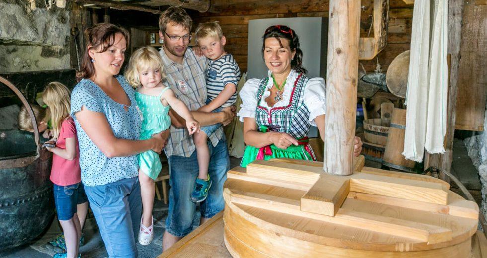 """Persönlicher Tipp vom Ferienhof """"Der Auszeithof"""": Be – greifen im Mitmach-Bergbauernmuseum in Diepolz!"""
