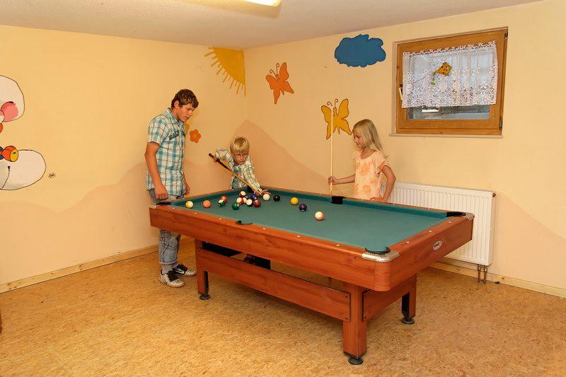 Billiard spielen auf dem Ederhof