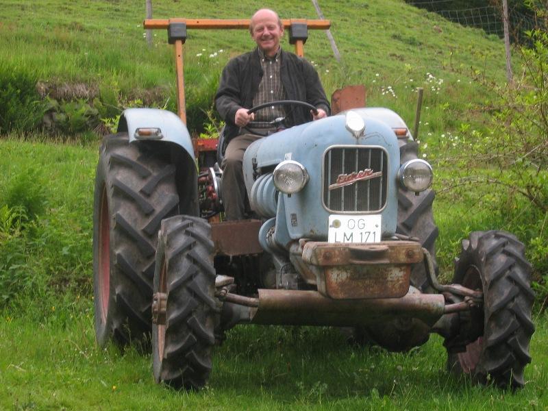 Der Bauer auf dem Eicher auf dem Schmidbauernhof