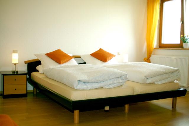 Die Wohnung Friedrichshafen verfügt über zwei Schlafzimmer auf dem Ferienhof Sauter