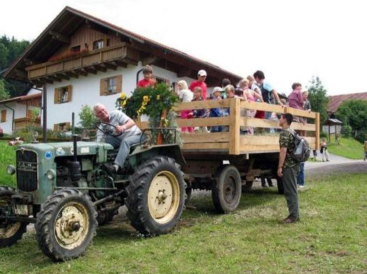 Fahrt auf dem Traktor