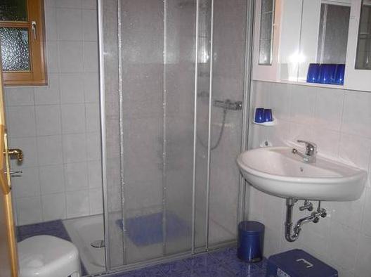Ferienhaus Waldzauber - Badezimmer