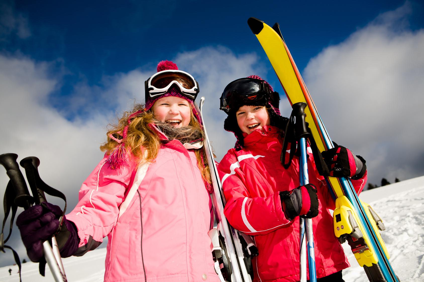 Kinder lernen Skifahren
