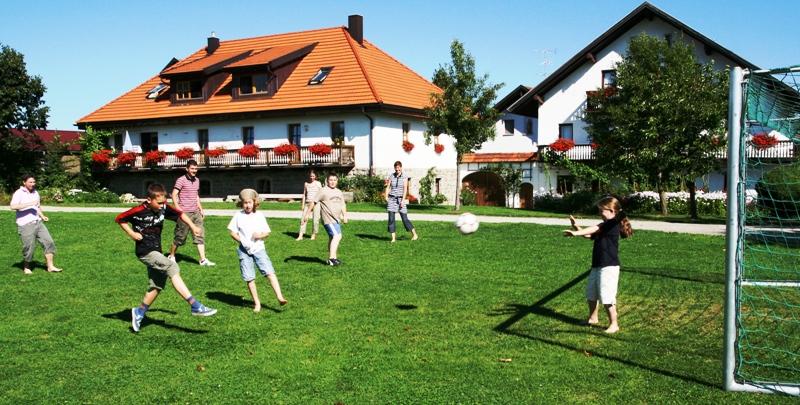 Fußball auf dem  Bauernhof Gründinger