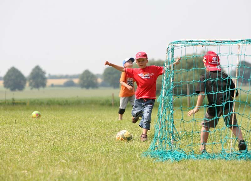Fußball spielen auf dem Ferienhof Wendt
