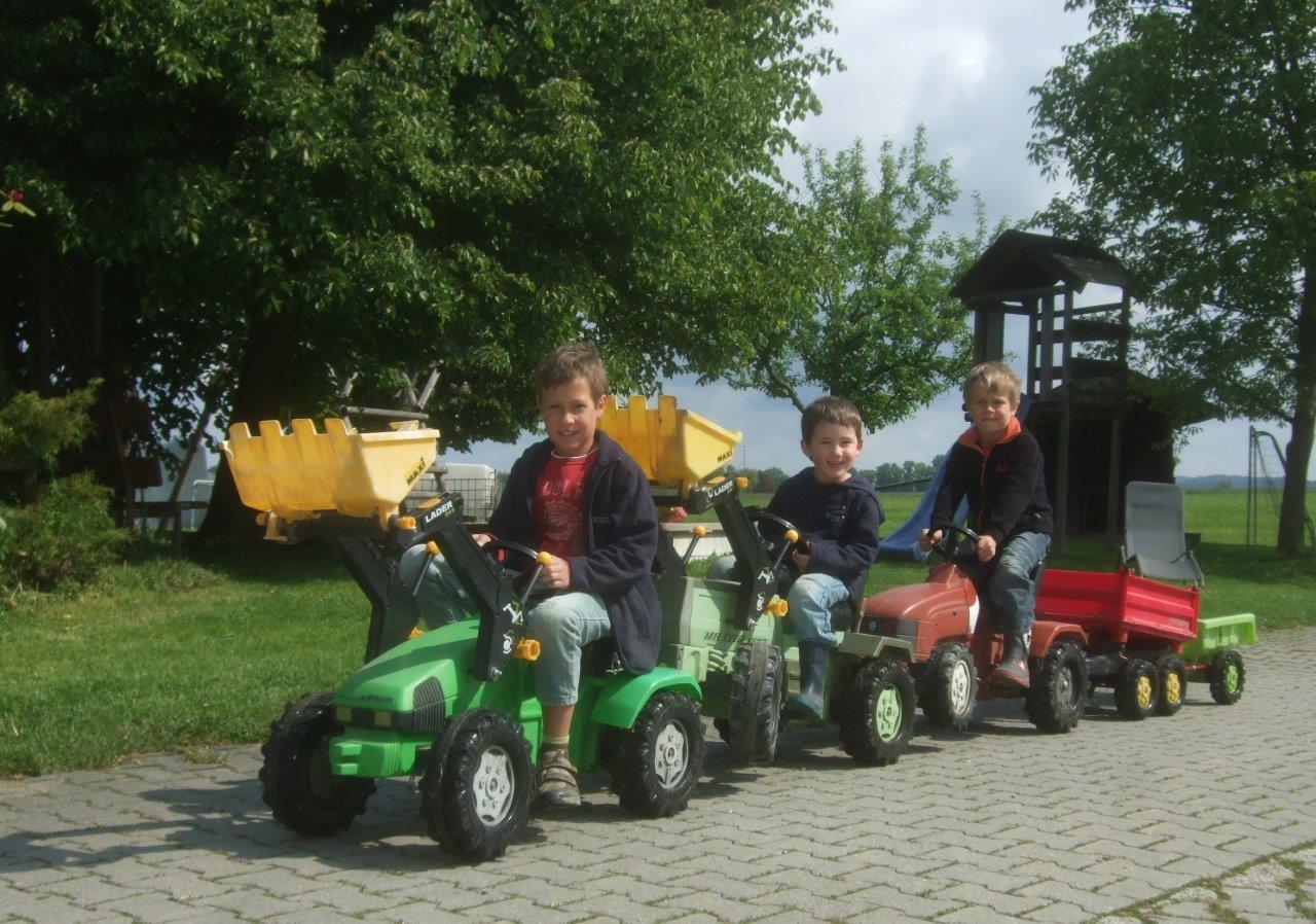 Fuhrpark für Kinder auf dem Thomahof