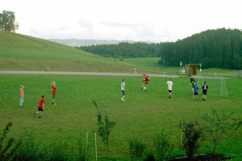 Fussballspiel auf dem Ferienhof Haus Sonnenschein