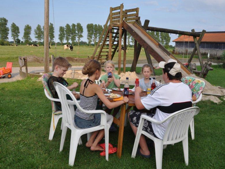 Gemütliches Beisammensein auf dem Ferienbauernhof Hobbie