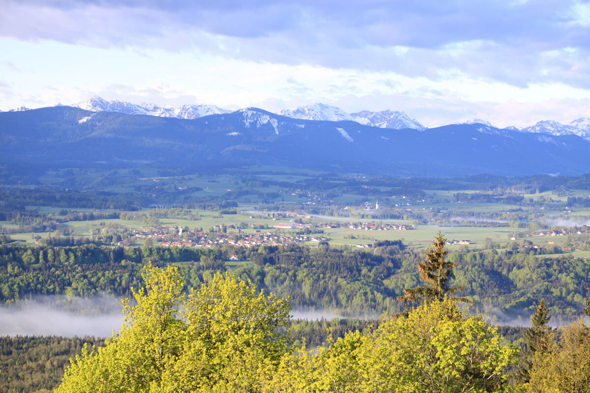 Blick vom Hohen Peißenberg nach Süden über Böbing, Rottenbuch und die Ammergauer Berge