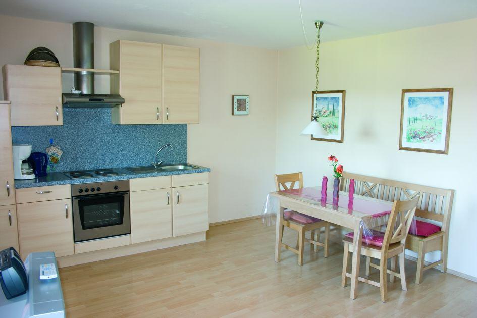 Küche der Ferienwohnung Ringelblume auf dem Ferienhof Schätzl