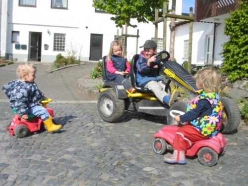 Kinderfahrzeuge auf dem Schellen Hof