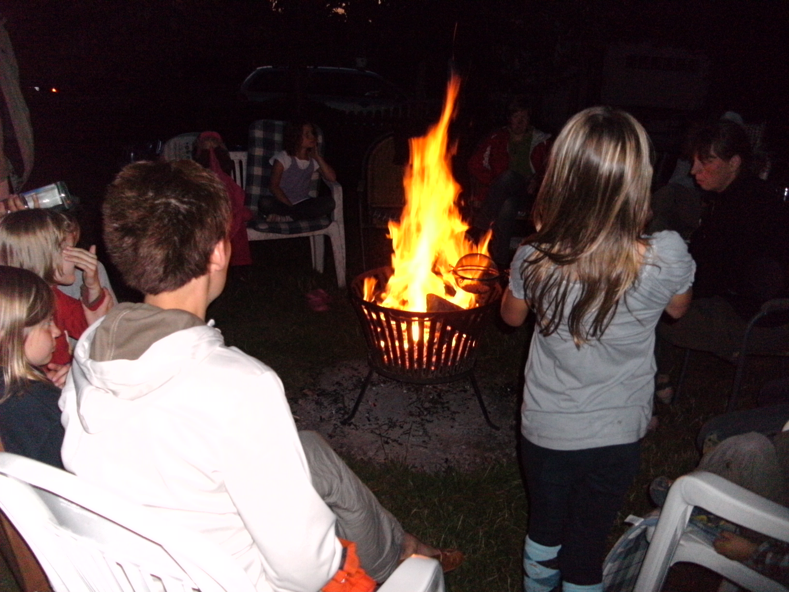 Lagerfeuer auf dem Ferienhof Schnoor