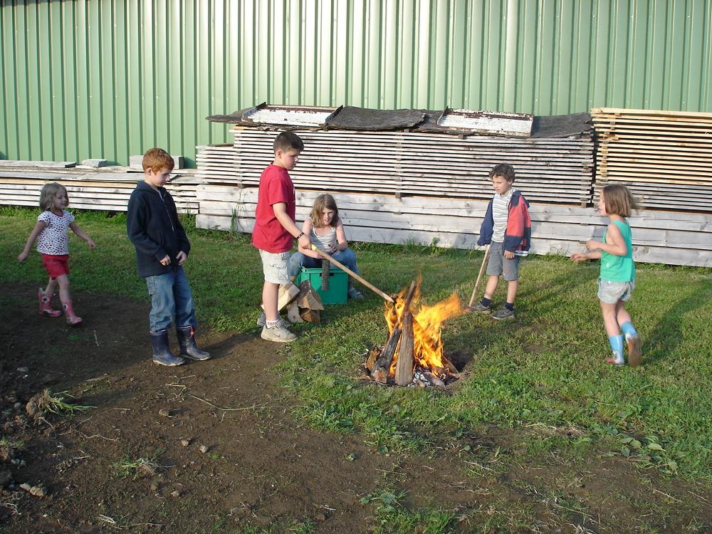 Lagerfeuer auf dem Kinderbauernhof Hindelang