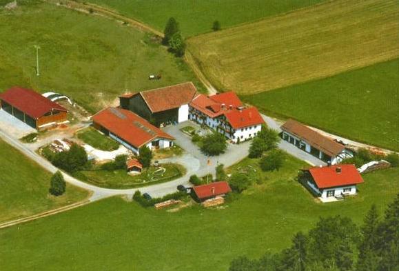 Luftaufnahme Erlebnisbauernhof Achatz