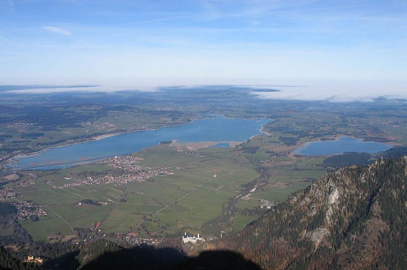 Luftbild vom Forggensee und  dem Ferienhof Klöck
