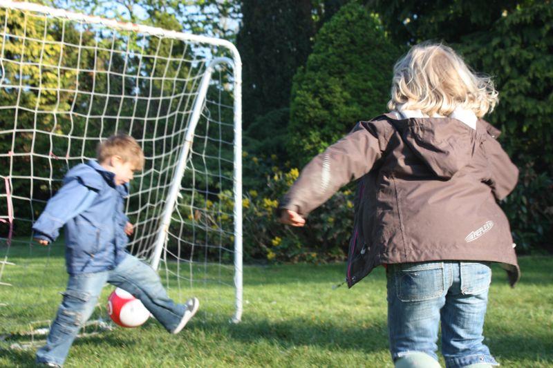 Nicht nur ein Fussballtor lädt zum Ballspielen ein auf dem Ferienhof Rickert