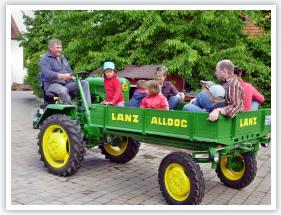 Oldtimer Fahrt auf dem Ferienhof Schuler