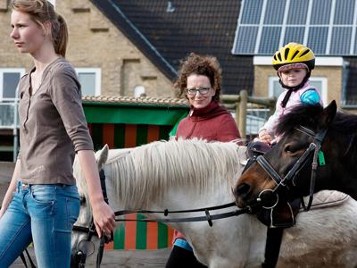 Ponyreiten auf der Büdlfarm