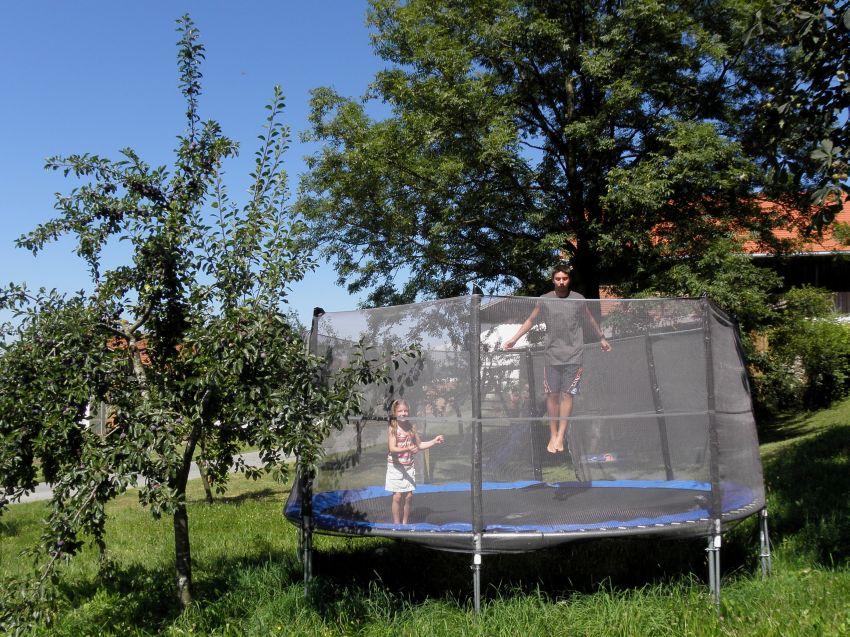 Riesentrampolin auf dem Ferienhof Schätzl