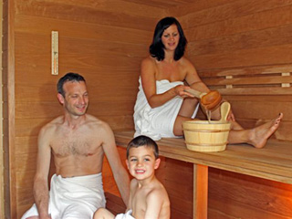 Saunaaufguss auf Hof Hardthöhe