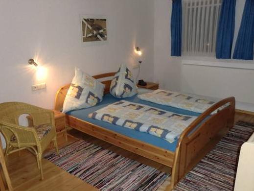 Schlafzimmer-Ansicht 1