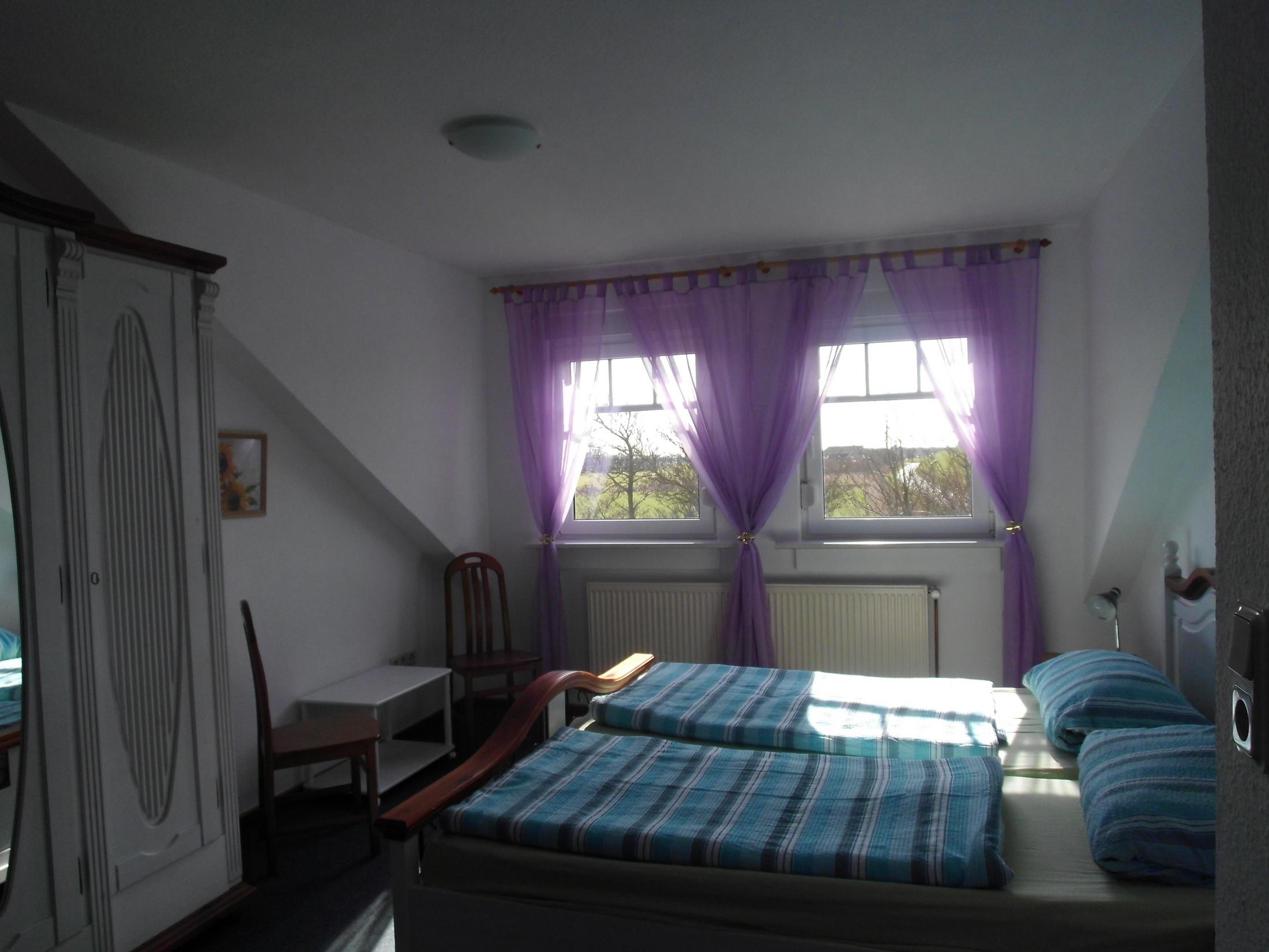 Schlafzimmer Bett ant Diek auf dem Ferienhof Baller-achtern-diek