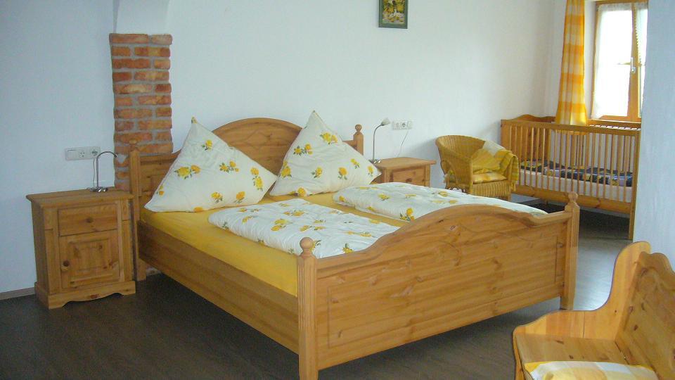 Schlafzimmer der Wohnung 7 auf dem Wolfeicherhof