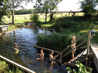Schwimmteich auch im Herbst noch toll