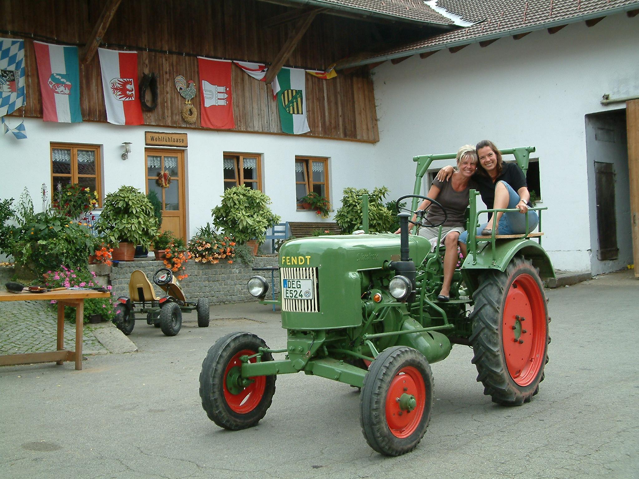 Spaß beim Traktorfahren auf dem Ederhof