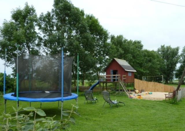 Spielhaus und Sandkasten auf dem Liethshof
