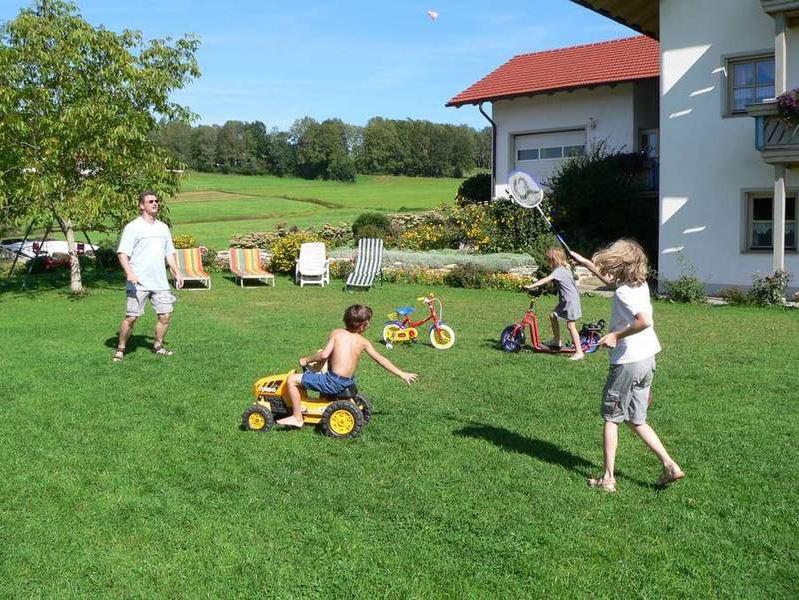 Spielwiese auf dem Ferienhof Kilger