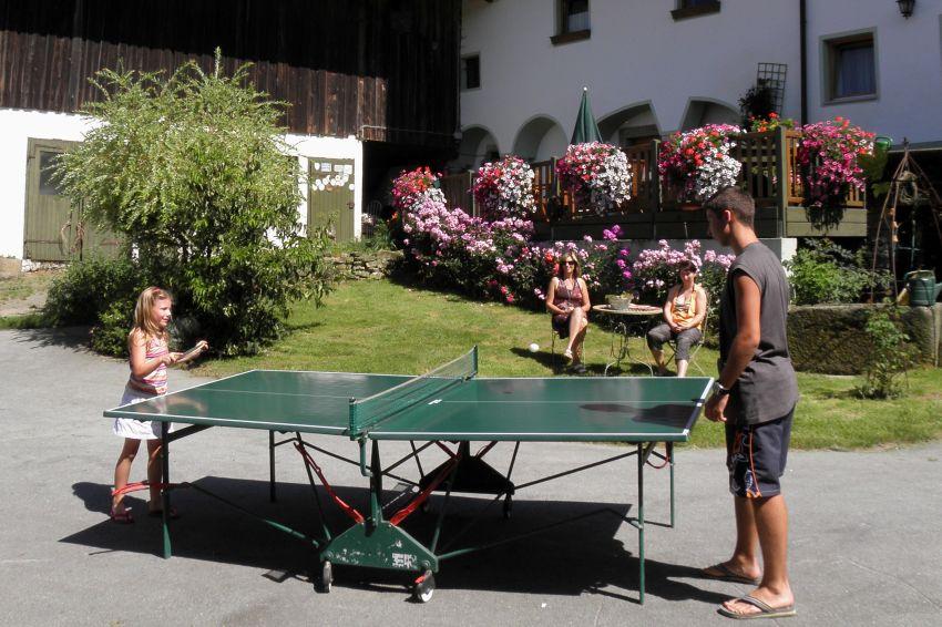 Tischtennis auch im Herbst eine tolle Beschäftigung auf dem Ferienhof Schätzl
