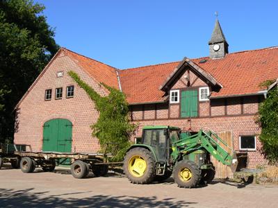Traktor auf dem Ennenhof