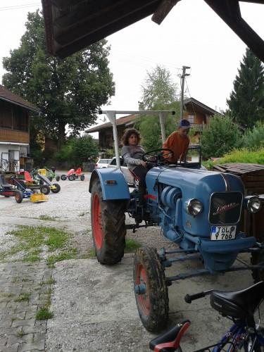 Traktor erkunden auf dem Vorderlipphof