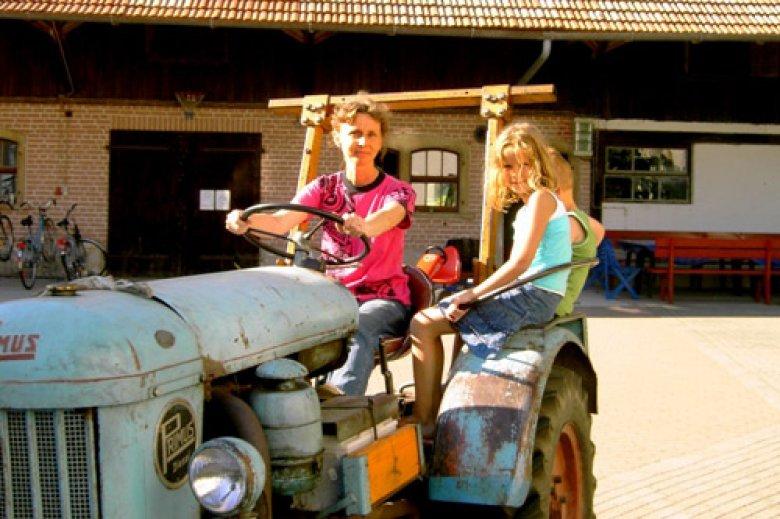 Traktorfahrt auf dem Ferienhof Haus Sonnenschein