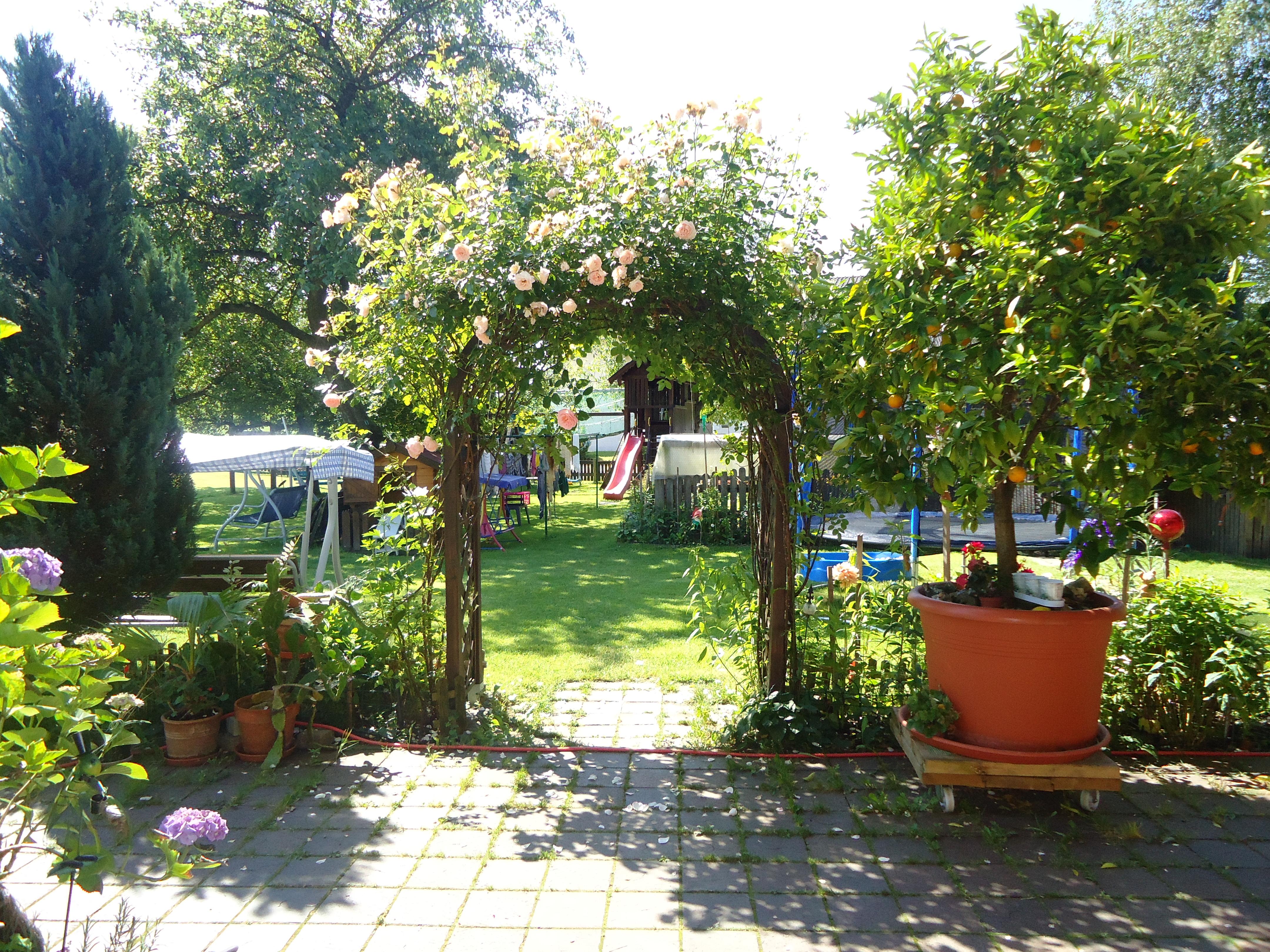 Trampolin, Rutsche und mehr gibt es für Kinder auf dem Wolfeicherhof