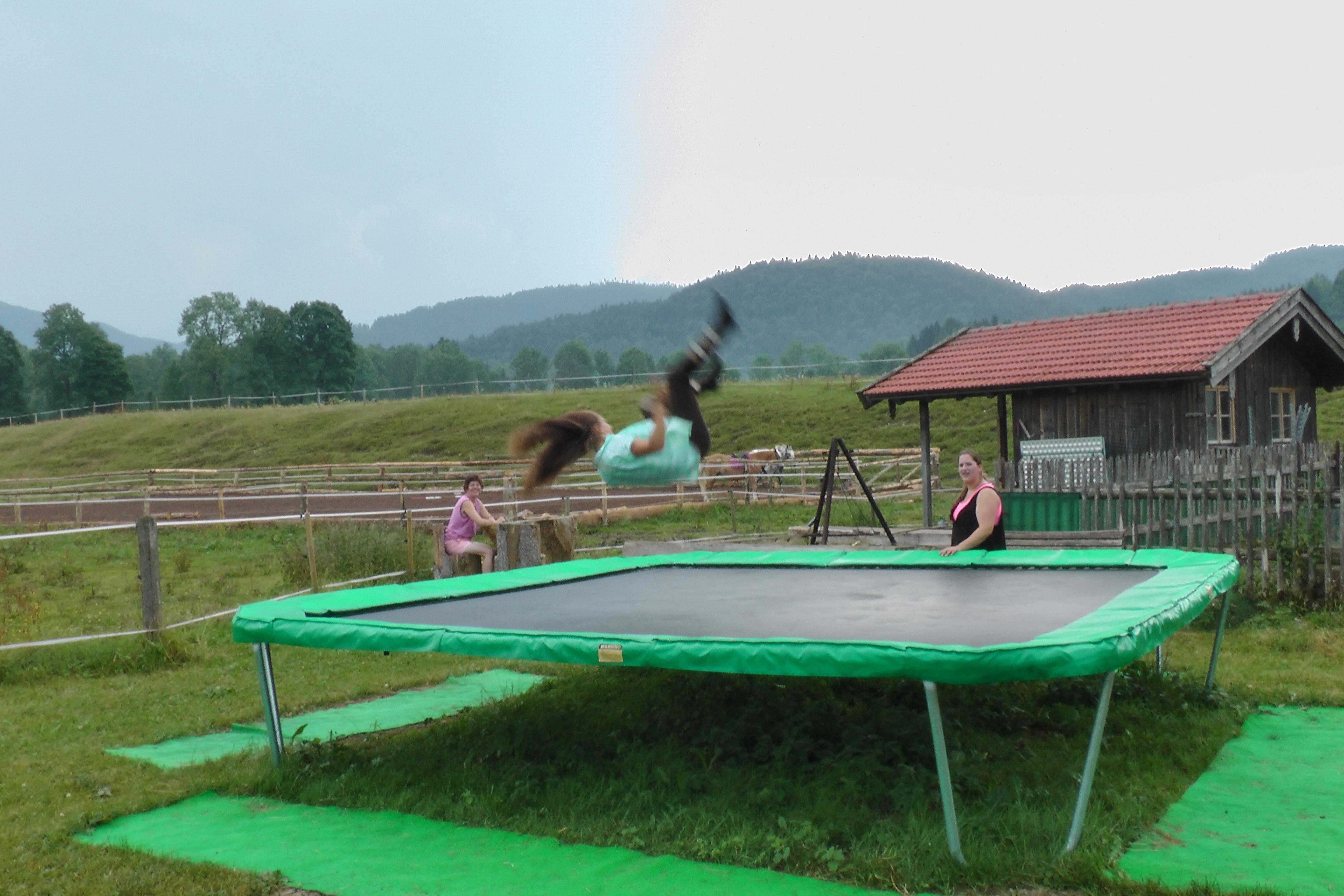 Trampolin hüpfen Hintergraberhof