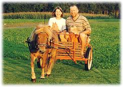 Unterwegs mit dem Sulky auf dem  Bauernhof Gründinger