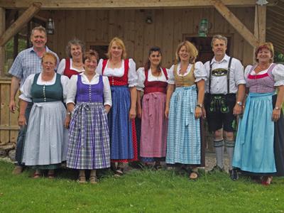 Vorstandschaft Rupertiwinkel Berchtesgaden Rosemarie Reiter zweite von links hinten