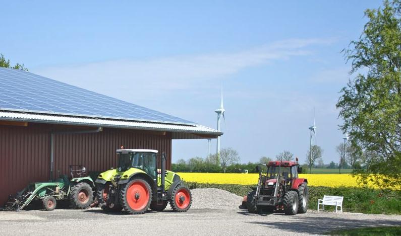 Wind und Sonne liefern Energie auf dem Ferienhof Rickert