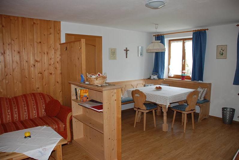 Wohnzimmer in der Wohnung Säuling auf dem Koch-Hof