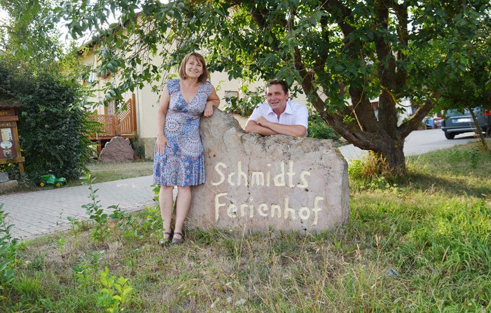 Wir, die Familie Schmidt freuen uns auf Sie-1 - © Schmidts Ferienhof